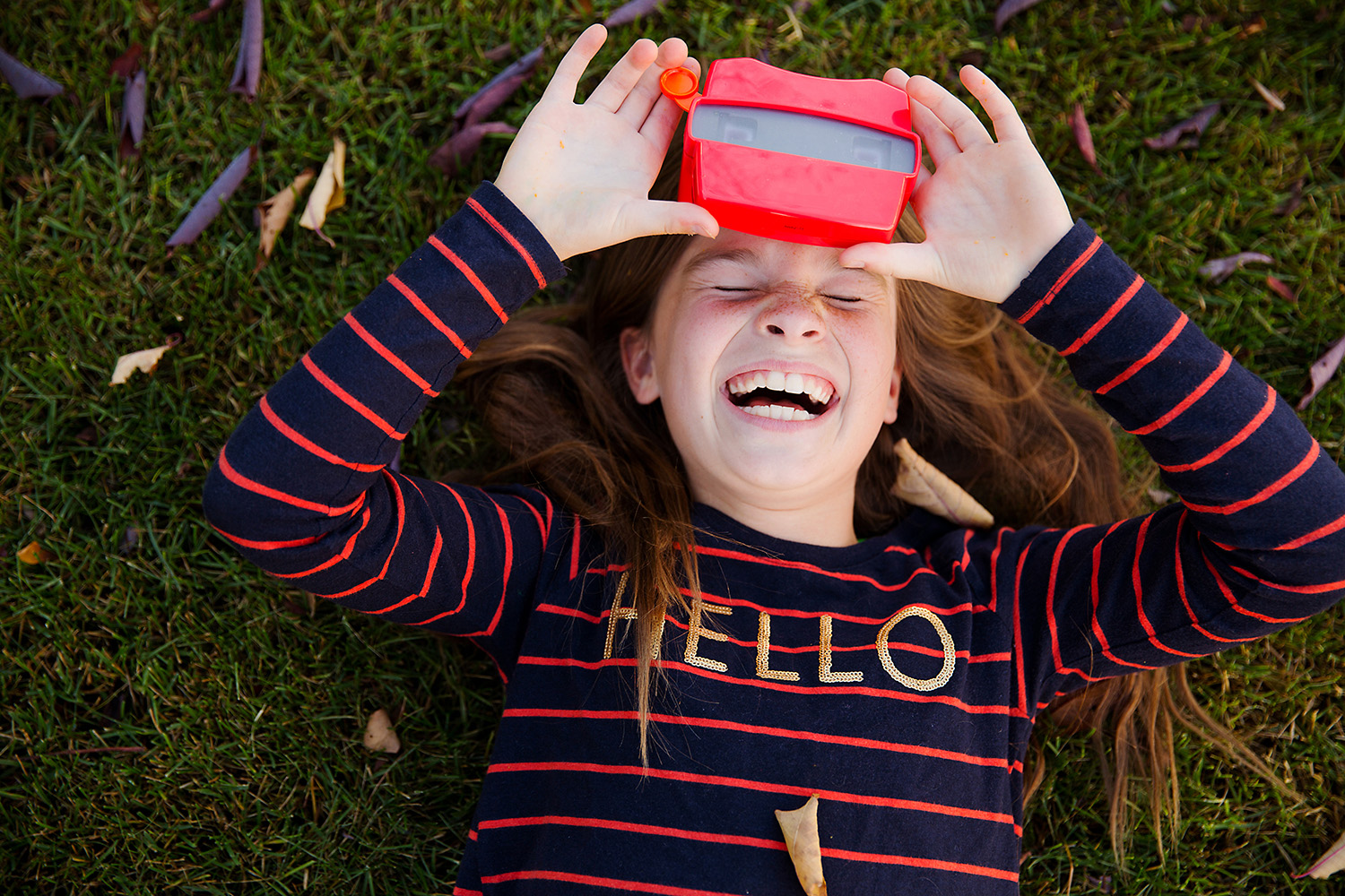 A happy child using a viewmaster